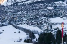 Вид на Китцбюэль со знаменитой трассы Ханенкамм (Hahnenkamm).