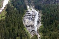 Штубайталь. Водопад по дороге на ледник.